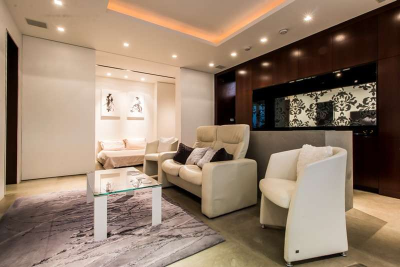 2 Bedrooms Maisonette Flat for sale in Kensington Court, Kensington, London, W8