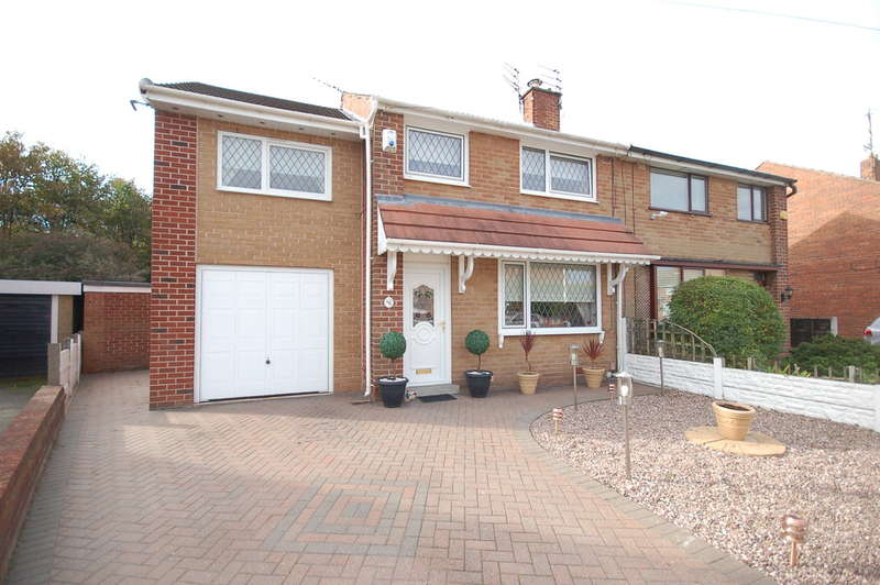4 Bedrooms Semi Detached House for sale in Meanwood Avenue, Blackpool