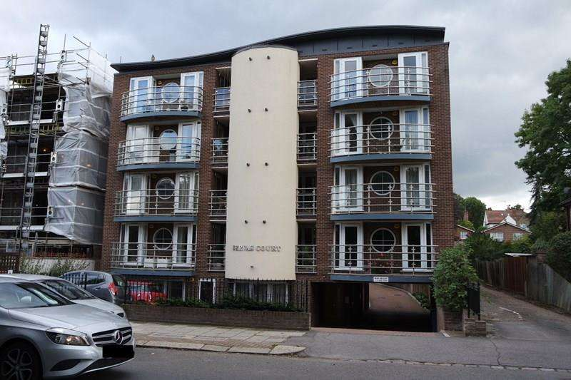 2 Bedrooms Flat for sale in Station Road, New Barnet