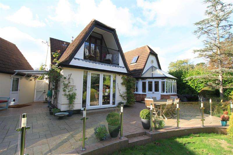 4 Bedrooms Detached House for sale in Beechwood Road, West Moors, Ferndown