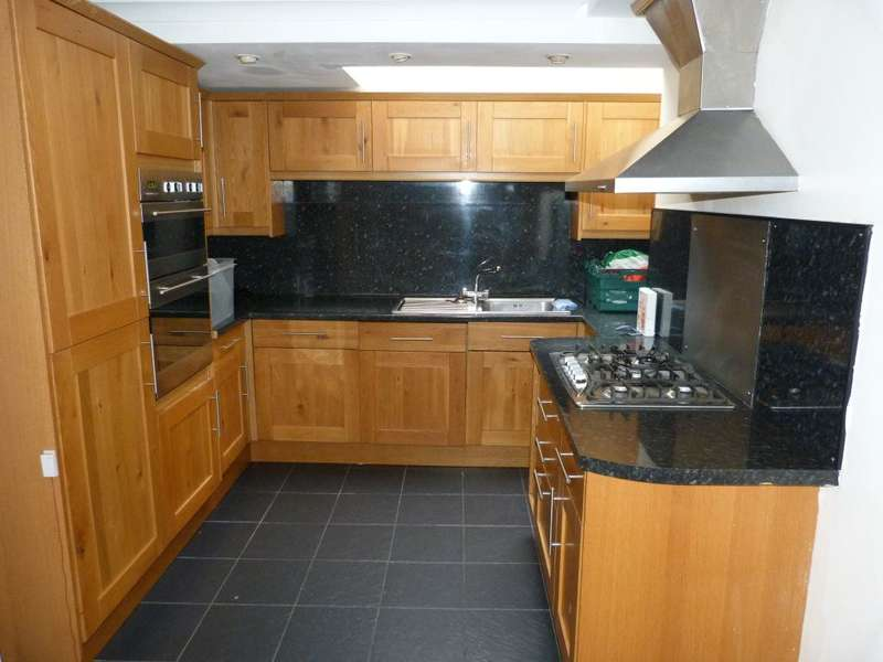 6 Bedrooms House for rent in Mundy Place, Cathays, ( 6 Beds )