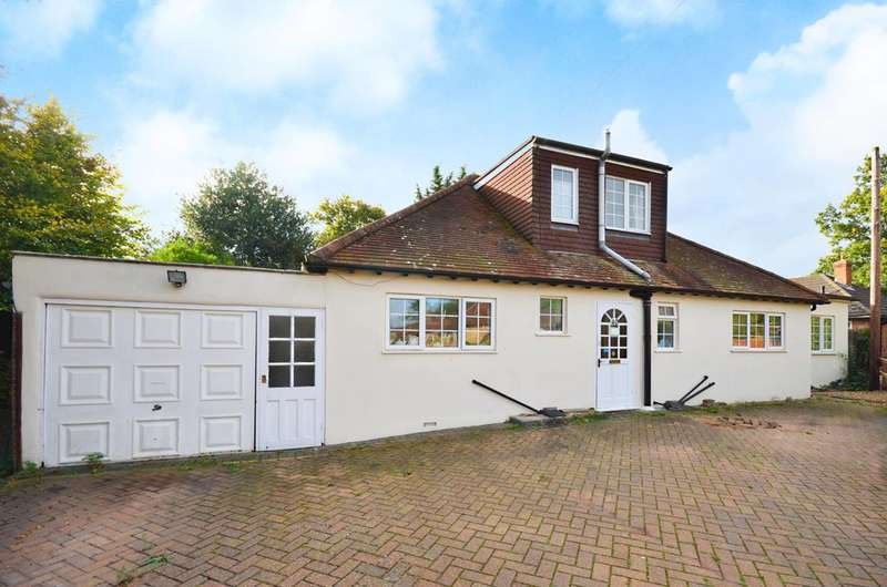 4 Bedrooms House for sale in Downsview Avenue, Westfield, GU22