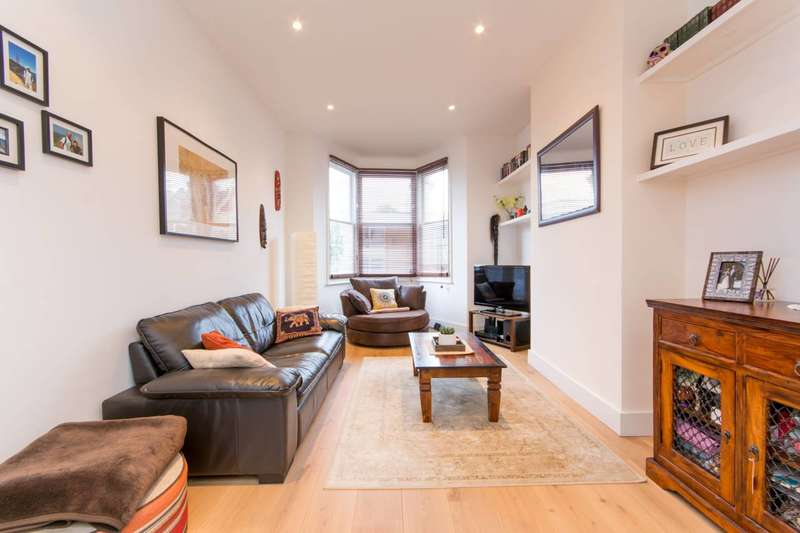 2 Bedrooms Flat for sale in Stanford Road, Friern Barnet, N11
