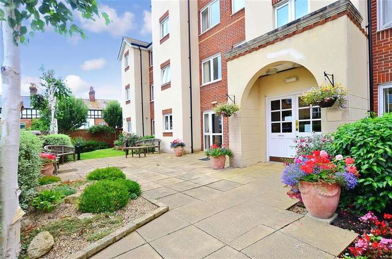 2 Bedrooms Flat for sale in The Grove, Westgate-On-Sea, Kent