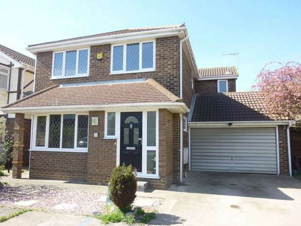 4 Bedrooms Detached House for sale in Voorburg Road, CANVEY ISLAND, Essex