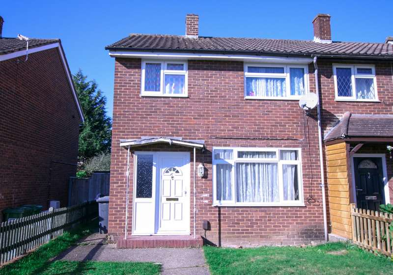 3 Bedrooms End Of Terrace House for sale in Slough- Viewings Available Now! NO CHAIN!