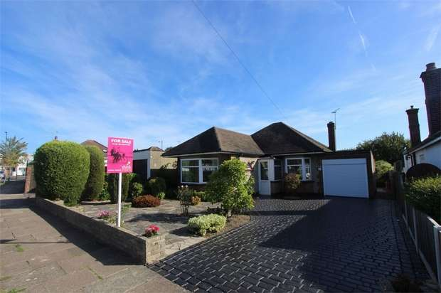 3 Bedrooms Detached Bungalow for sale in Tattersall Gardens, LEIGH-ON-SEA, Essex