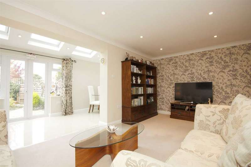 3 Bedrooms Terraced House for sale in Harveys Field, Overton