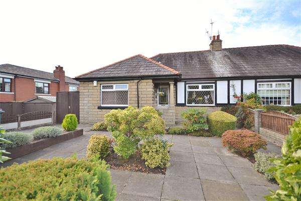 4 Bedrooms Bungalow for sale in Claremont Avenue, Chorley, Chorley