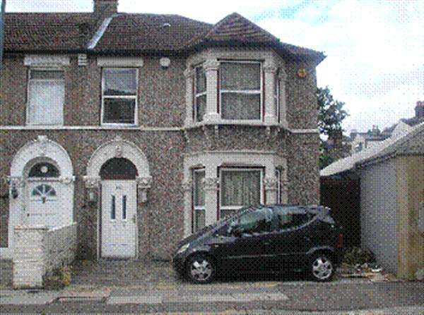 3 Bedrooms Semi Detached House for sale in Northbrook Road, Ilford