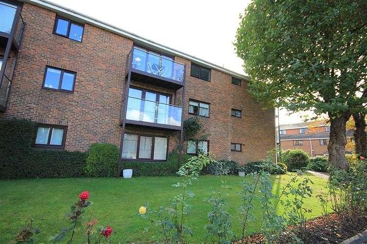1 Bedroom Apartment Flat for sale in Cardinal Close, Caversham, Reading, RG4