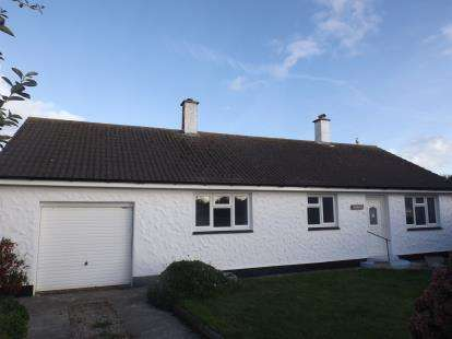 2 Bedrooms Bungalow for sale in Helston, Cornwall