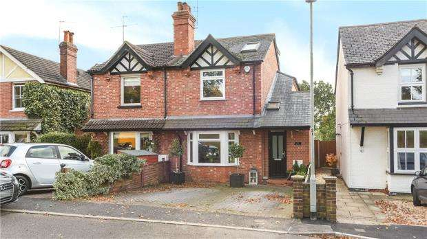 3 Bedrooms Semi Detached House for sale in Gipsy Lane, Wokingham, Berkshire