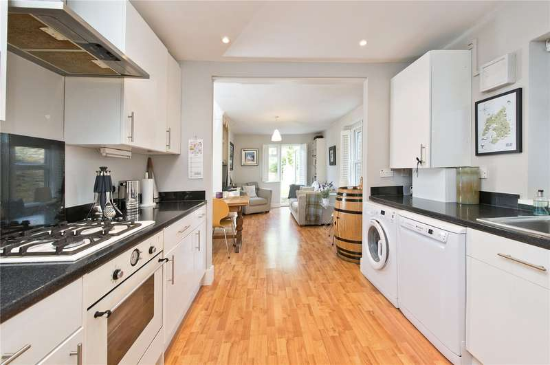 2 Bedrooms Ground Flat for sale in Palewell Park, London, SW14
