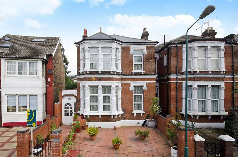 5 Bedrooms House for sale in Holly Road, Wanstead, E11