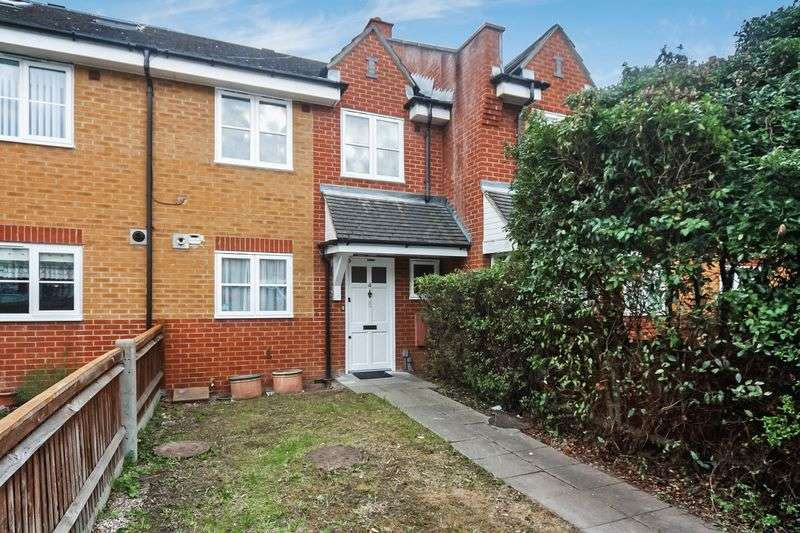 3 Bedrooms Terraced House for sale in Costons Lane, Greenford