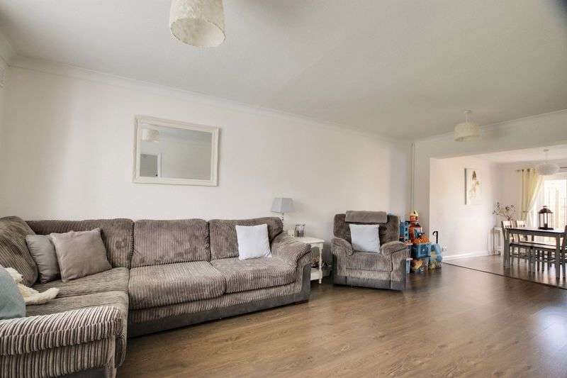 3 Bedrooms Semi Detached House for sale in Western Road, Burgess Hill, West Sussex