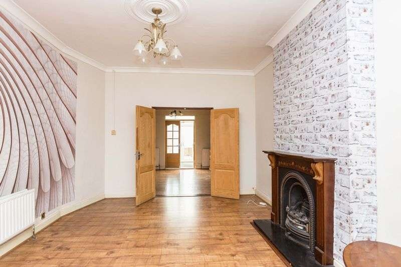 3 Bedrooms Semi Detached House for sale in Shakespeare Drive, Westcliff-On-Sea