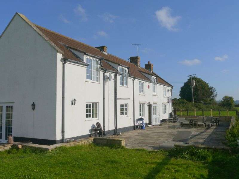 4 Bedrooms Detached House for sale in Puxton, North Somerset