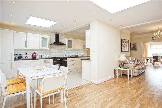 5 Bedrooms Detached Bungalow for sale in Wood Lane, KINGSBURY, NW9 7NA