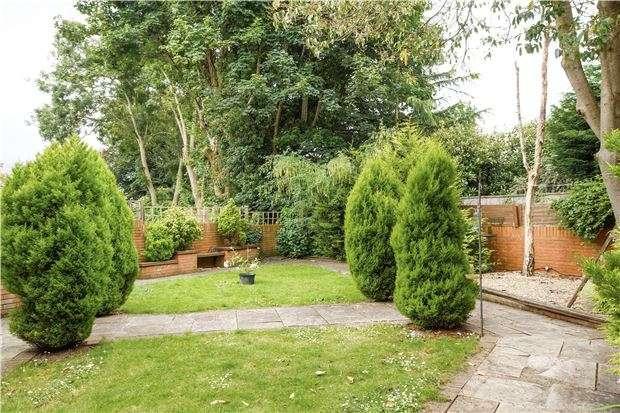 3 Bedrooms Detached House for sale in Sandringham Park, DOWNEND, BRISTOL, BS16 6NZ