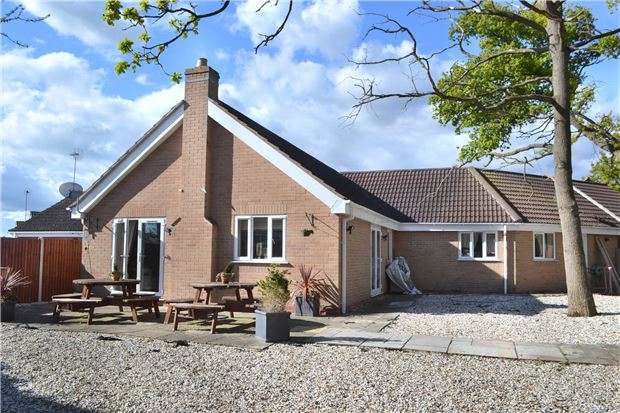 4 Bedrooms Detached House for sale in Farriers End, Quedgeley, GLOUCESTER, GL2 4WA
