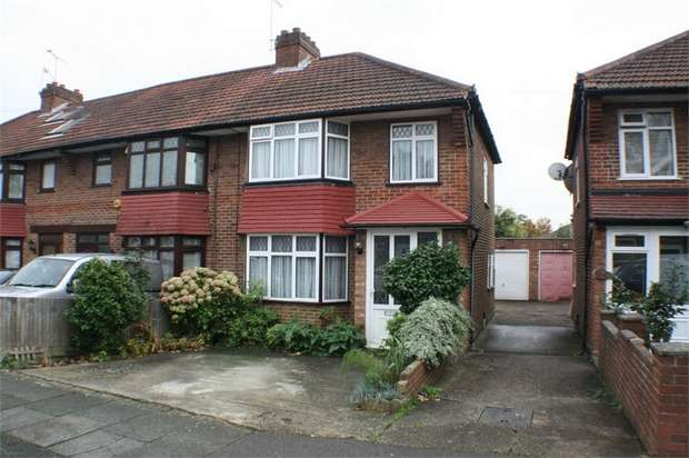 3 Bedrooms End Of Terrace House for sale in Oakleigh Avenue, EDGWARE, Middlesex