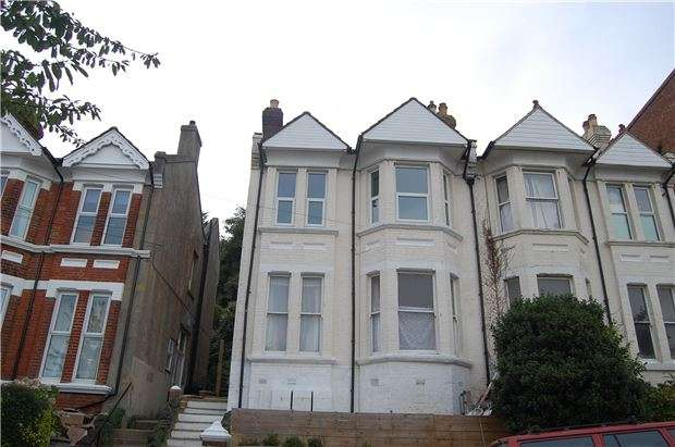 2 Bedrooms Flat for sale in Milward Crescent, HASTINGS, East Sussex, TN34 3RU