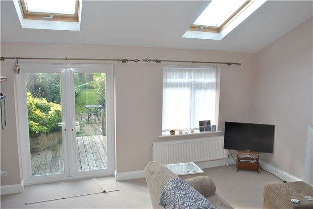 4 Bedrooms Semi Detached House for sale in Ringwood Road, EASTBOURNE, BN22 8TA