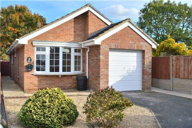 2 Bedrooms Detached Bungalow for sale in Hertford Road, Bishops Cleeve, CHELTENHAM, GL52 8DA