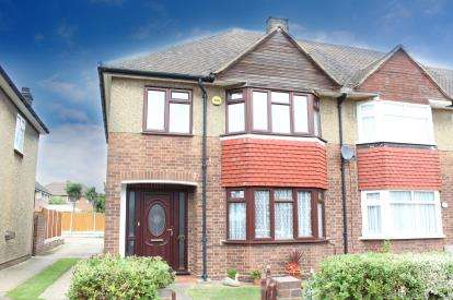 3 Bedrooms End Of Terrace House for sale in Hainult, Ilford, Essex