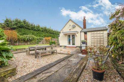 3 Bedrooms Bungalow for sale in Sutton, Ely, Cambridgeshire