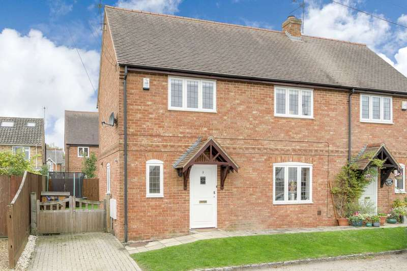 3 Bedrooms Semi Detached House for sale in Ivy Lane, Stewkley