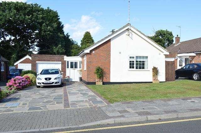 3 Bedrooms Detached Bungalow for sale in Nutfield Way, Orpington, Kent, BR6 8EU