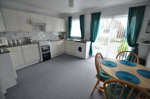 3 Bedrooms Semi Detached House for sale in Lorraine Street, Hull, HU8 8EQ