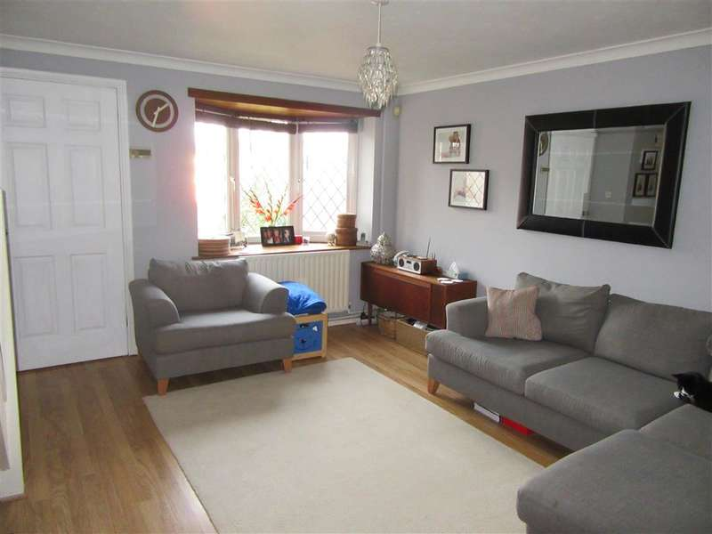3 Bedrooms End Of Terrace House for sale in Highgrove Road, Walderslade, Chatham, Kent