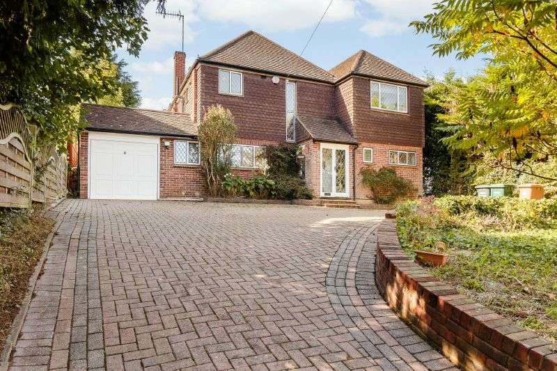 4 Bedrooms Detached House for sale in Highfield Way, Rickmansworth, Hertfordshire, WD3 7PN