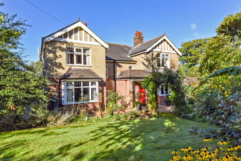 4 Bedrooms Detached House for sale in Hoads Hill, Wickham