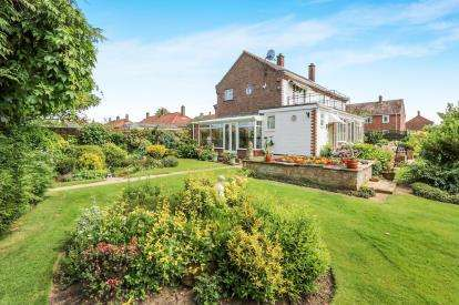 4 Bedrooms Semi Detached House for sale in Attleborough, Norfolk