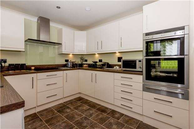 4 Bedrooms Detached House for sale in Windmill Hill, HAILSHAM, East Sussex, BN27 4RT