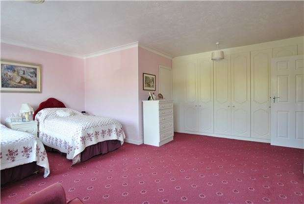 3 Bedrooms Flat for sale in Collington Avenue, BEXHILL,TN39 3NB