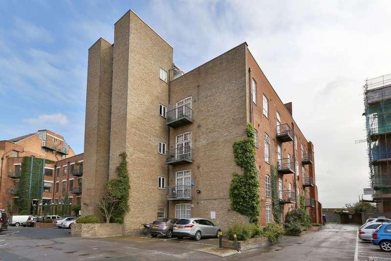 2 Bedrooms Penthouse Flat for sale in Morris Road, Poplar, London, E14 6NJ