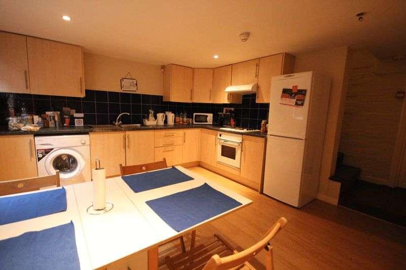 4 Bedrooms Terraced House for rent in Beechwood Road, Burley