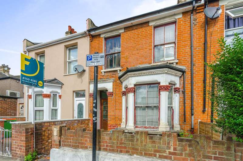 3 Bedrooms Terraced House for sale in South Esk Road, Forest Gate, E7