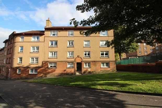 2 Bedrooms Apartment Flat for sale in Sir Michael Street, Greenock, Renfrewshire, PA15 1PJ