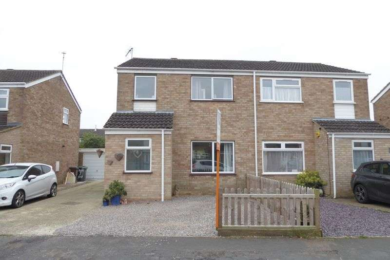 3 Bedrooms Semi Detached House for sale in Dickens Close, Bicester
