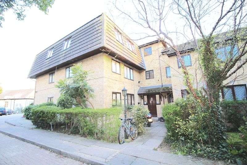 1 Bedroom Flat for sale in Statham Grove Edmonton N18