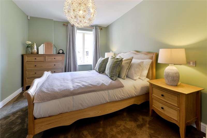2 Bedrooms Flat for sale in Oatlands Drive, Weybridge, Surrey, KT13