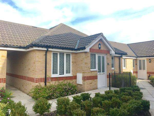 2 Bedrooms Bungalow for sale in St Johns Court, Ipswich