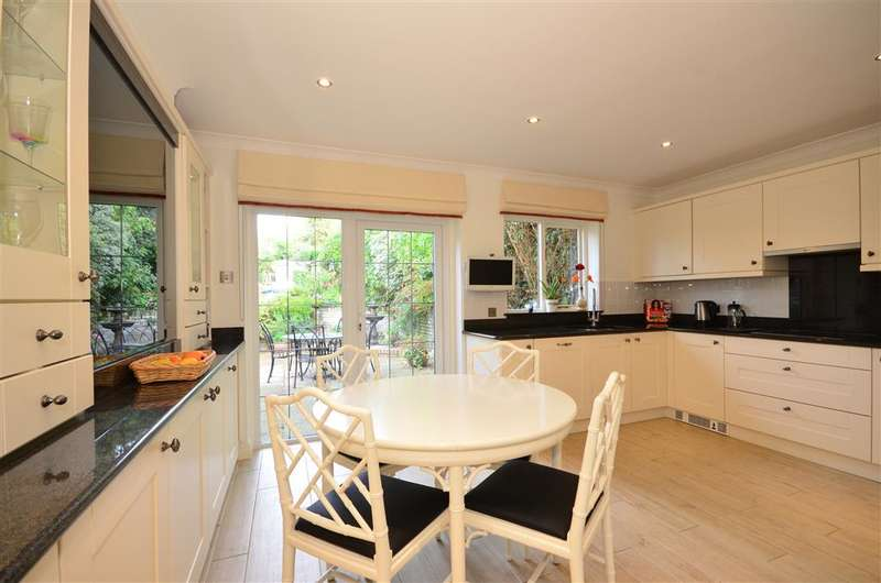 5 Bedrooms Detached House for sale in Traps Hill, Loughton, Essex